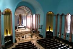 Altarraum und Seitenaltäre
