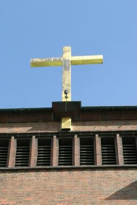 Kirchturm mit Kreuz